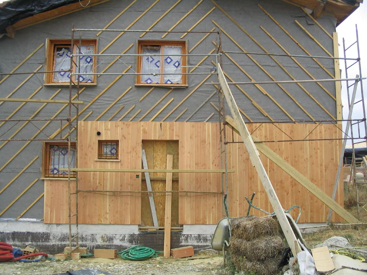Pose Du Bardage Maison En Paille Toulouse Dr Mil Lafage ~ Bardage Bois Vertical Ou Horizontal